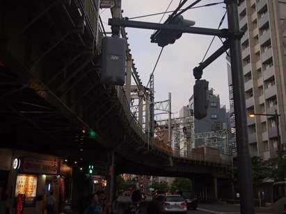 東武線のガード下