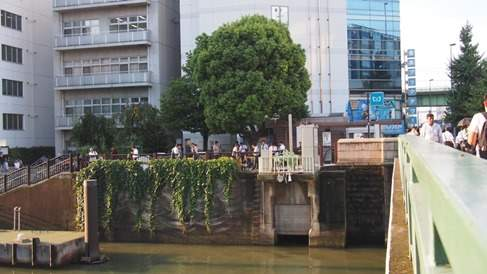 秋葉原昭和通り川無料喫煙所