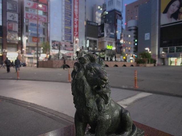 SL広場のライオン像