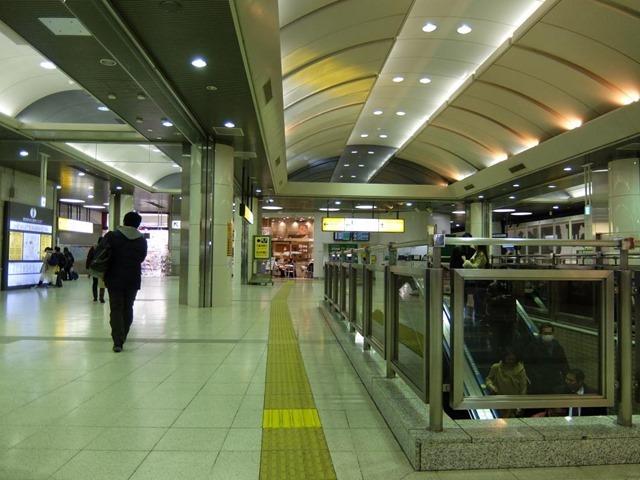 京葉線への途中にある喫煙可能店