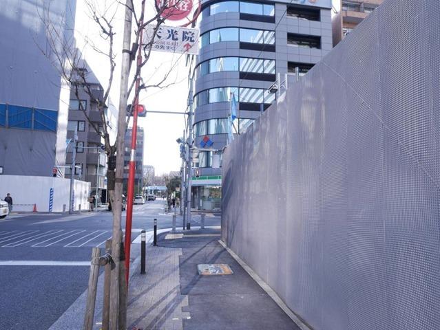 新築ビル近くの消火栓