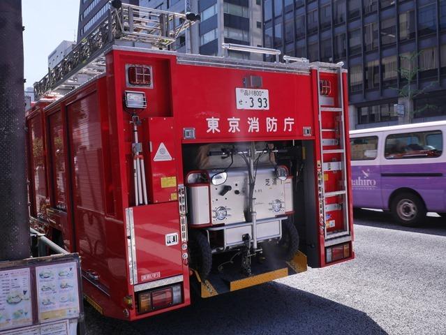 新橋お祭り警備の消防車