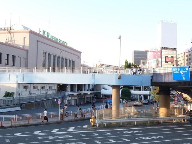 上野駅前歩道橋