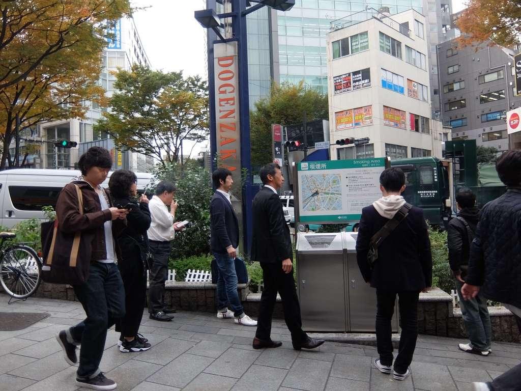 渋谷道玄坂途中にある喫煙所