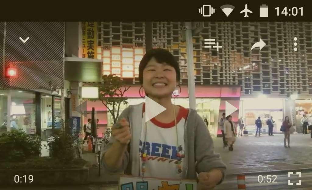 新橋SL広場にいた劇団団長(女性)